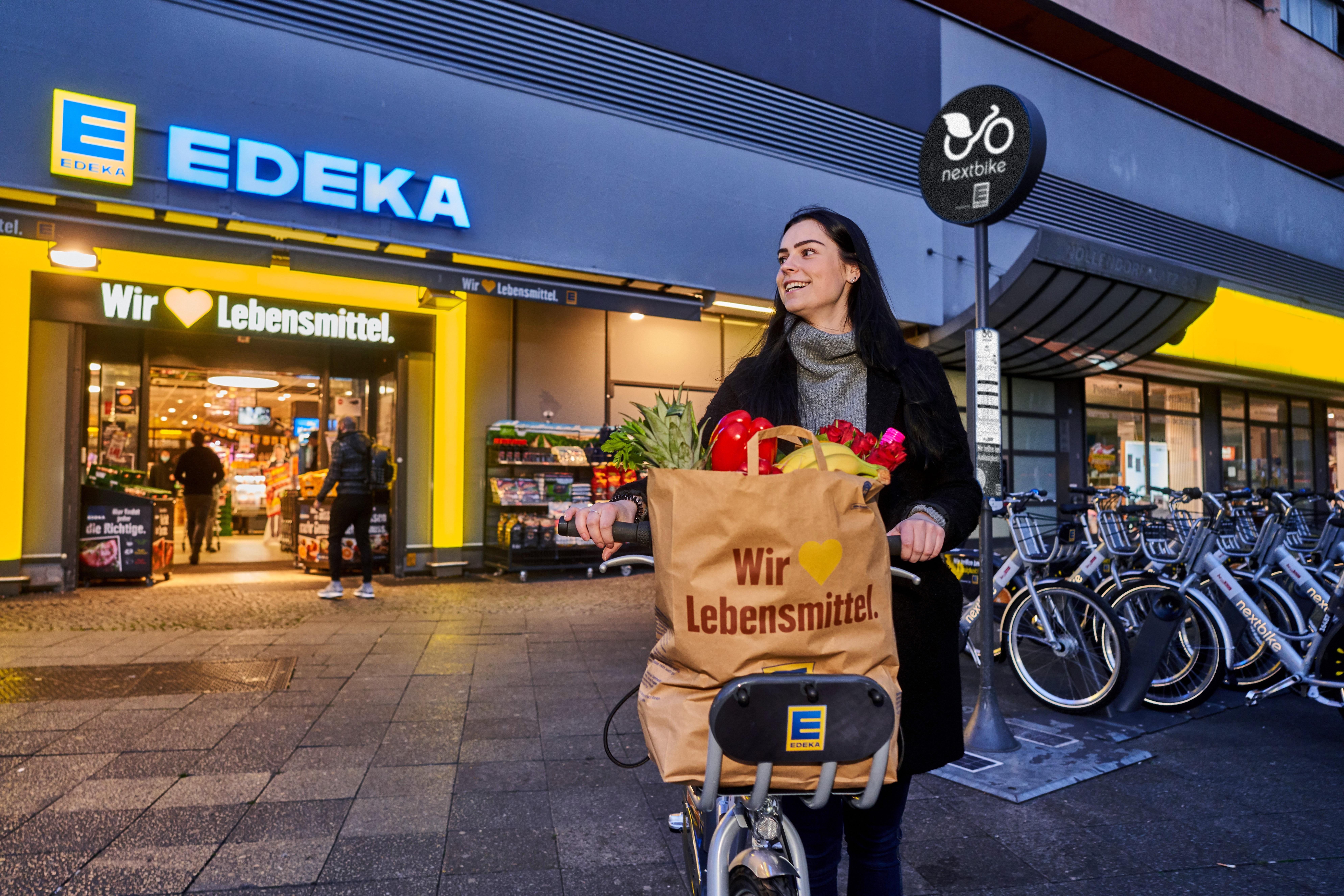 girl with branded edeka nextbike